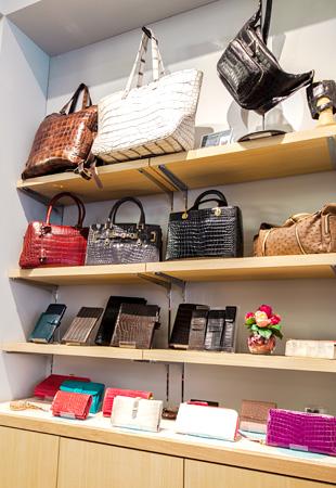 女性バッグ・小物展示コーナー
