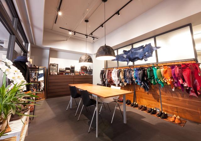革と靴の展示コーナー
